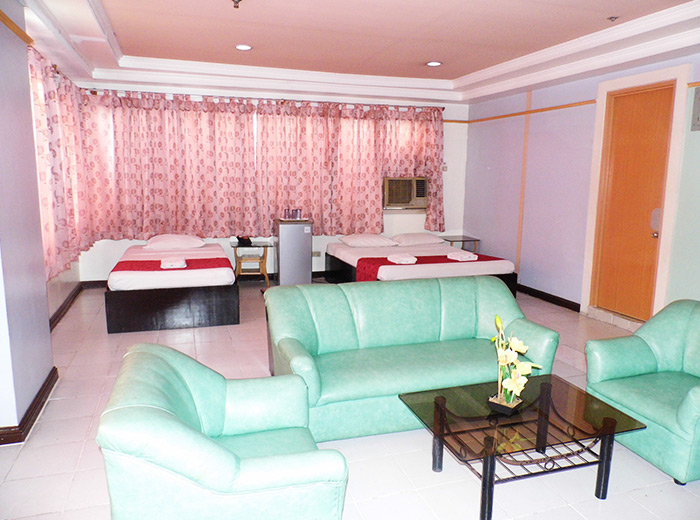 Check Inn Pension Arcade Bacolod Suite